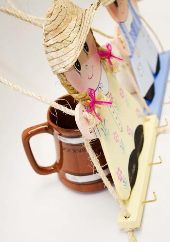 recuerdo original cumpleaños bolo perchero muñecos madera