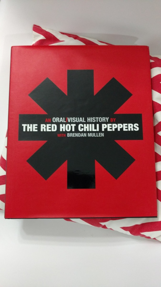 red hot chili peppers - an oral visual story. Cargando zoom.