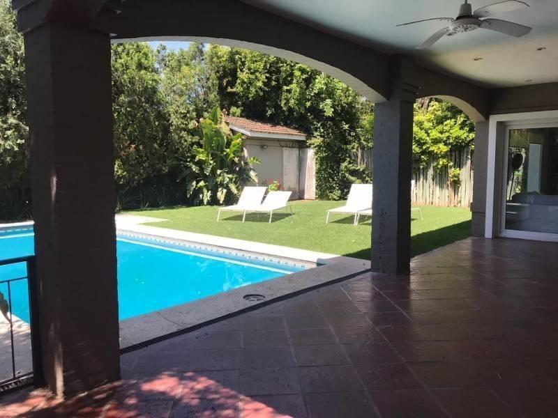 reed alquila temporal excelente propiedad 3 suites, piscina.