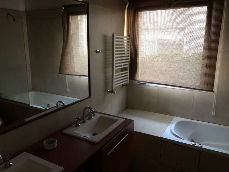 reed vende 3 dormitorios en una planta.