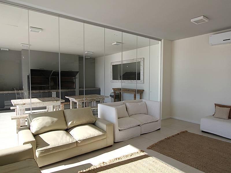 reed vende excelente tres ambientes con cochera.
