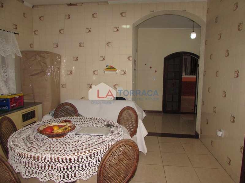 ref 12752 - casa em bairro nobre - 5 dorm - ac. financiamento - v12752