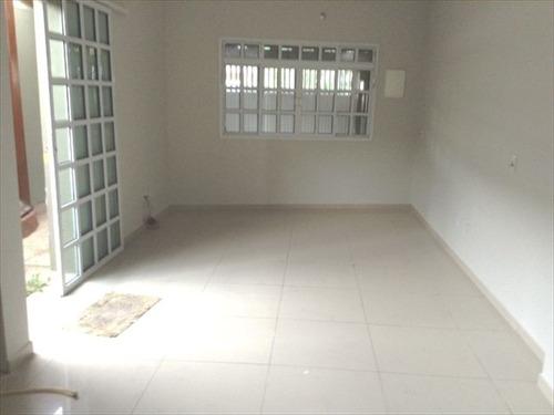 ref.: 20201904 - casa em praia grande, no bairro guilhermina - 2 dormitórios
