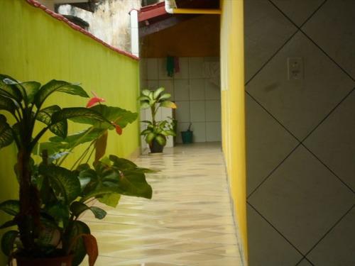 ref.: 202105500 - casa em praia grande, no bairro aviacao - 2 dormitórios