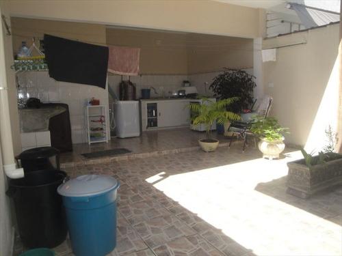 ref.: 202110800 - casa em praia grande, no bairro boqueirao - 2 dormitórios