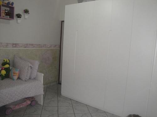 ref.: 202110900 - casa em praia grande, no bairro boqueirao - 2 dormitórios