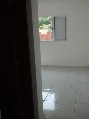 ref.: 5 - casa em mongagua, no bairro jd leonor - 2 dormitórios