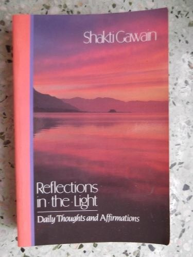reflections in the light shakti gawain daily thoughts ingles