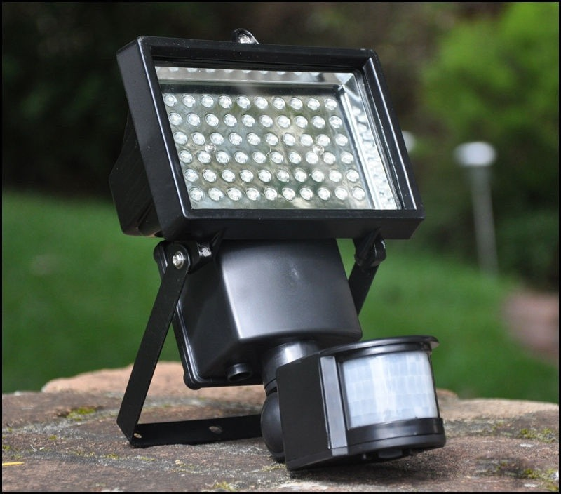 Reflector solar 60 leds recargable sensor movimiento for Foco led recargable