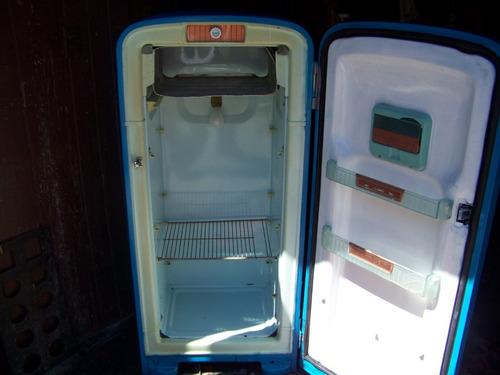 refrigerador vintage de los cincuenta restaurado