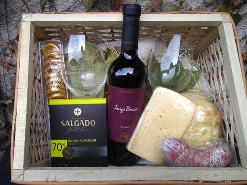 regalo : picada + vino + copa grabada + fenix