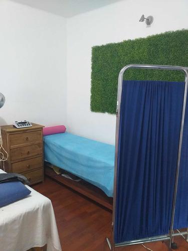 rehabilitación física, masajes y acupuntura.