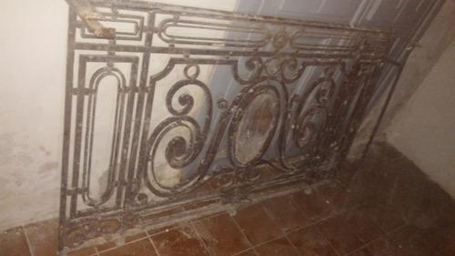 reja con diseños antigua de balcón