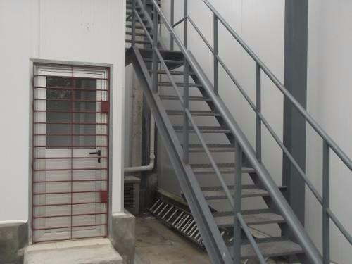 Reja herreria pintura de interior y exterior for Escaleras interiores casas rusticas