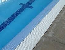 Rejilla de rebose perimetral para piscina jard n fabricas for Rejillas para piscinas