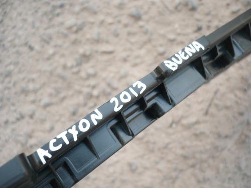 rejilla parach actyon 2013 original  buena - lea descripción