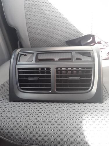 rejillas centrales aire acondicionado  con el marco de kia
