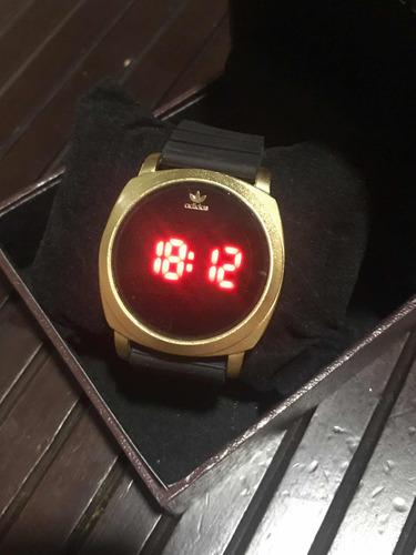 relógio adidas digital preto com dourado