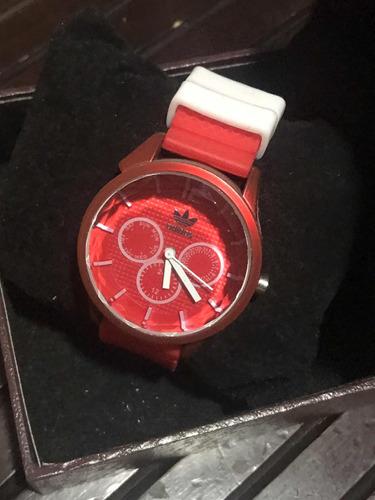 relógio adidas vermelho com detalhes