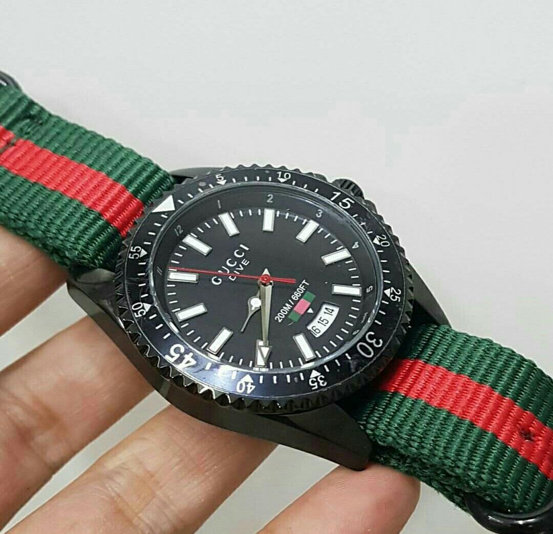 86f98b0c8a9ea Relógio Analógico Gucci Preto Mostrador Preto Nylon - R  650,00 em ...