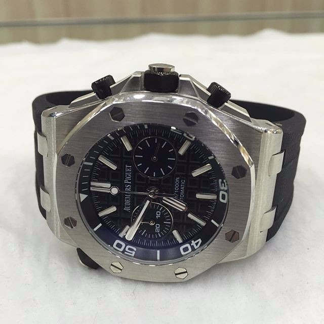 64515f0a1fa Relógio Ap Prata Quartz Mostrador Preto Borracha - R  700