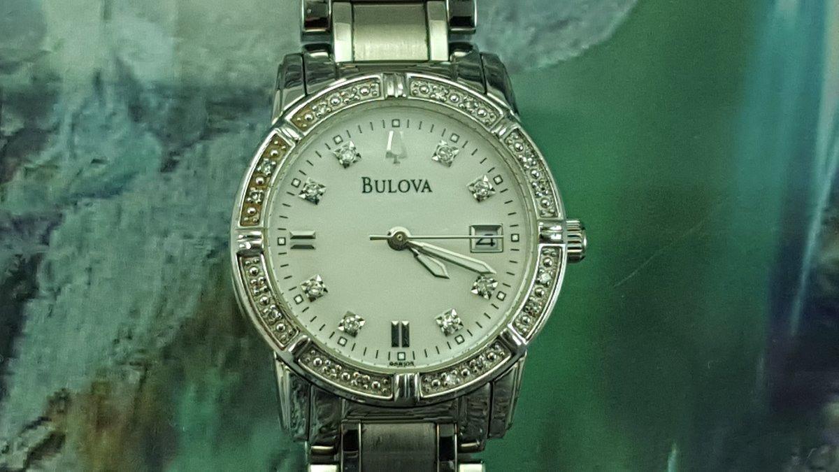 3151d02723a relógio bulova ww96r105 visor com 8 diamantes genuinos. Carregando zoom.