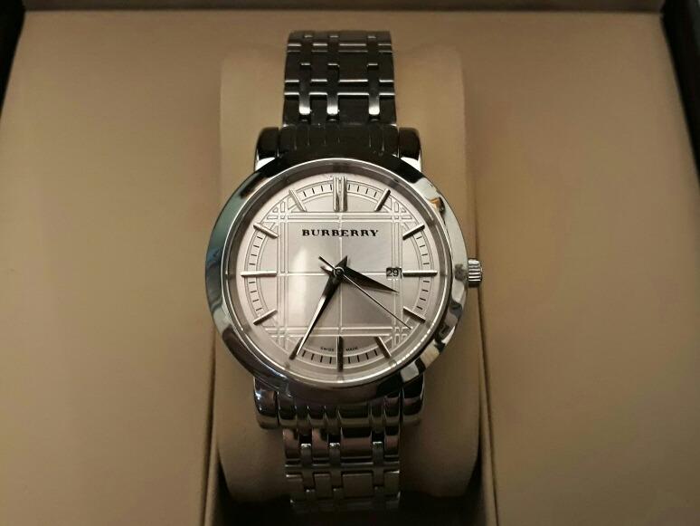 db48ab5636d Relógio Burberry Feminino Na Caixa Com Certificado - R  1.380