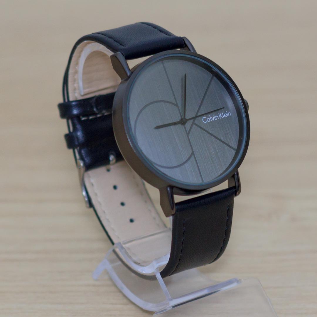 3296f39aff4 relógio calvin klein com caixa em aço e pulseira em couro. Carregando zoom.