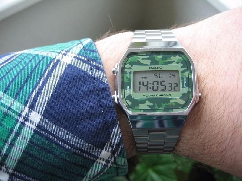 71b31d530a2 relógio casio a168wec-3df prata a168 camuflado vintage retrô. Carregando  zoom.