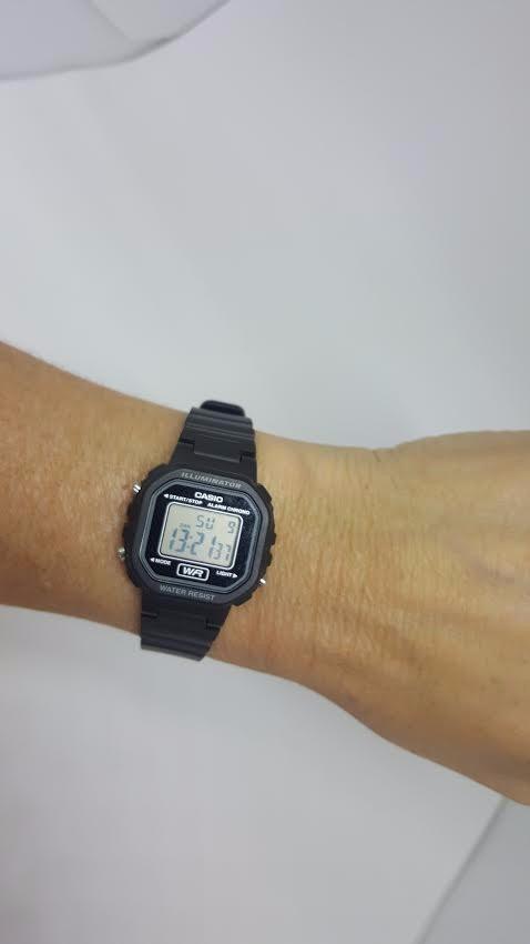 f4d2c14062e relógio casio digital pequeno vintage retrô la20wh1a leve. Carregando zoom.