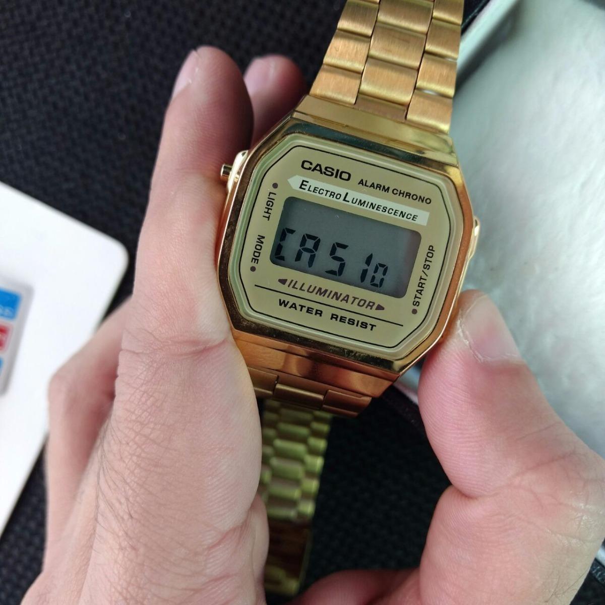 fb1ba8ee3f7 relogio casio unisex a168 retrô-vintage dourado a168wg-9wdf. Carregando zoom .