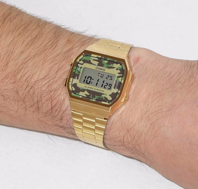 fe64d43217a relógio casio vintage retro a168wegc-3df dourado camuflado. Carregando zoom.