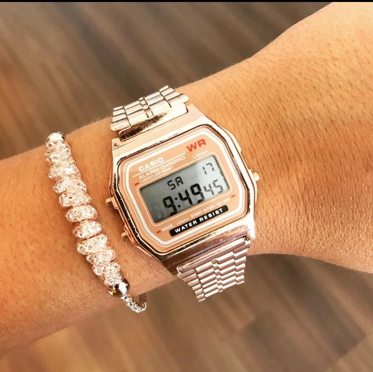 b5e23fa3f2e relógio cássio retro todas cores rose prata novo lindo. 8 Fotos