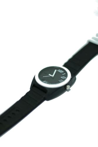 relógio com caixa emborrachado de mulher ponteiro barato
