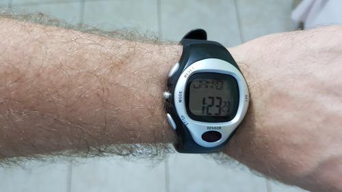 relógio com medidor de batimentos cardíacos