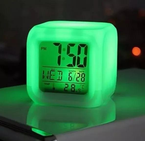 7f264a613e9 Relógio D Mesa Despertador Digital Cubo Luminaria Led 7 Luz - R  22 ...