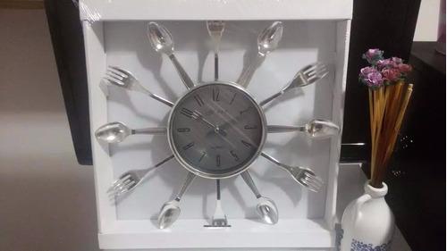 195dbe00a64 Relógio De Parede Cromado Talheres De Cozinha Grande - R  85