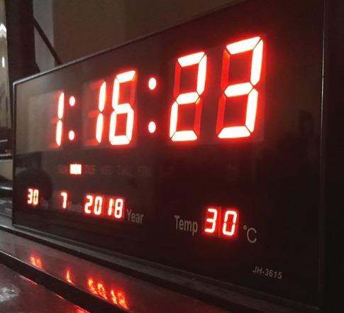 2b0e7aa3f80 Relógio De Parede Led Digital Grande Termometro Recepção M - R  89 ...
