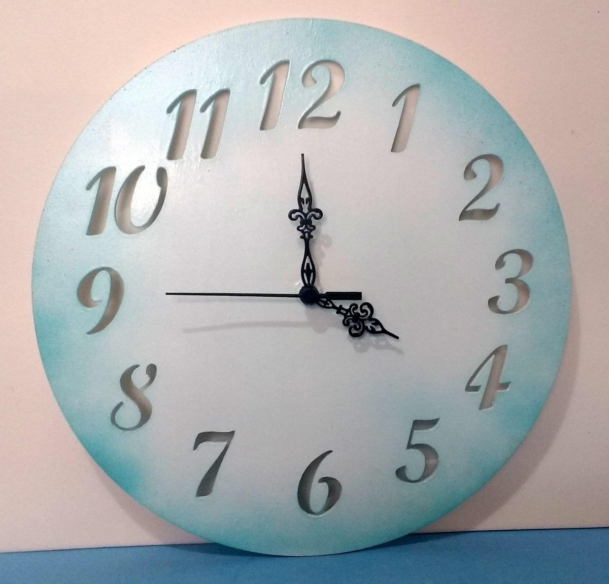 5ef8c04bfa7 relógio de parede - madeira pintada. Carregando zoom.