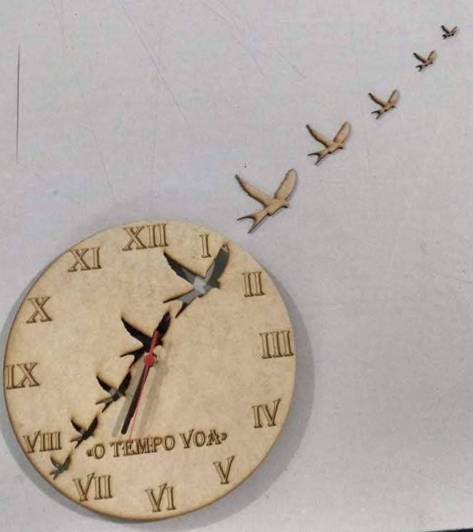 Relógio De Parede Rústico Mdf O Tempo Voa - R$ 80,00 em Mercado Livre