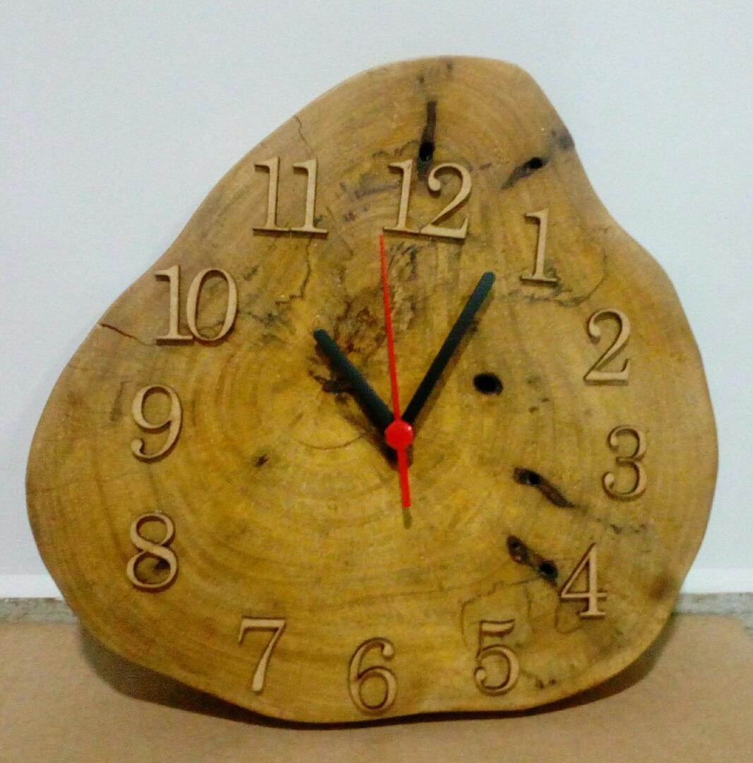 4ae6a6e63c4 relógio de parede tronco de madeira artesanato. Carregando zoom.