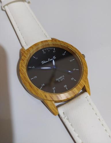 relógio de pulso - caixa com decoração de madeira - unisex