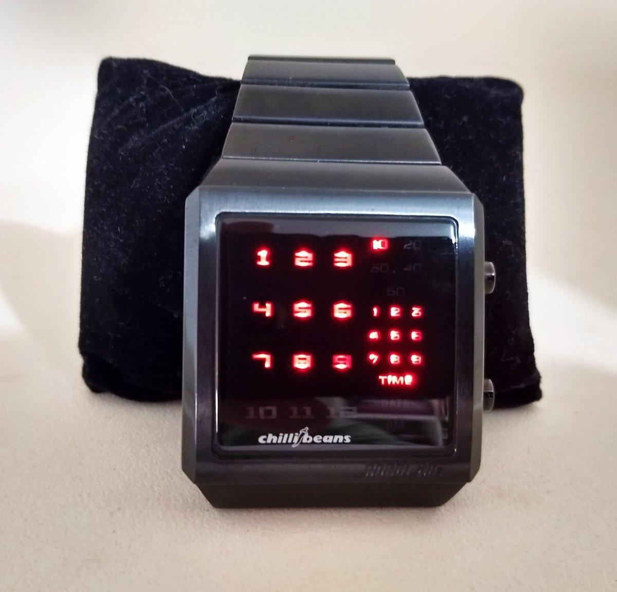 e0a399485 Relógio De Pulso Chilli Beans - Robot 80s - Seminovo - R$ 349,00 em ...