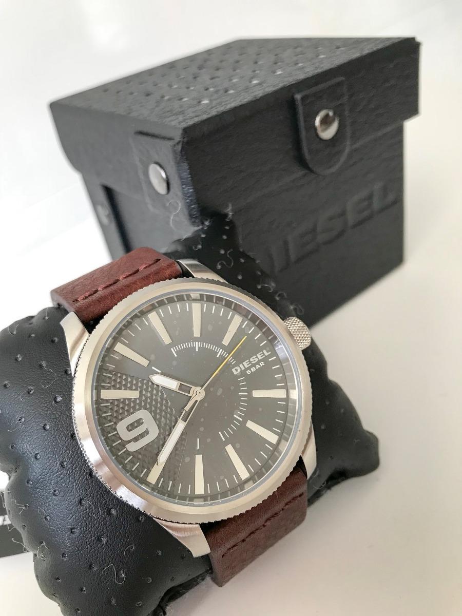 69a20d0481d relógio diesel masculino com pulseira de couro. Carregando zoom.