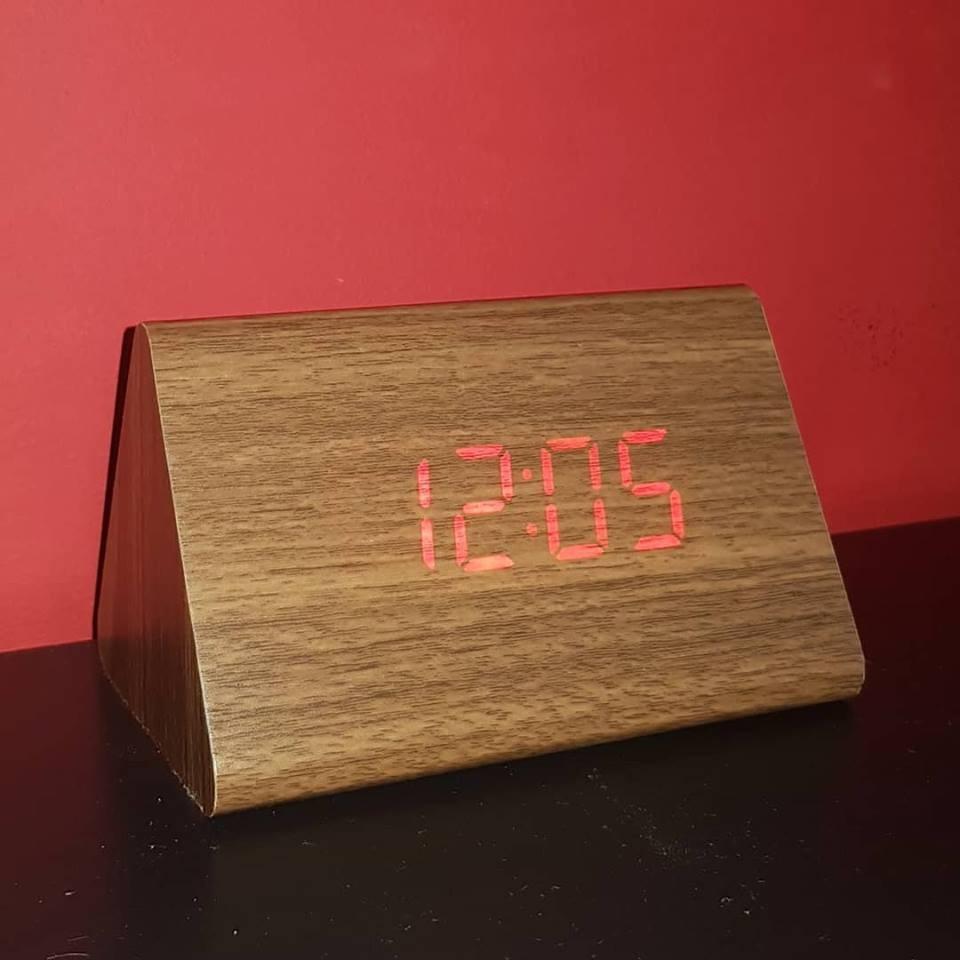 c5e185c87b7 relogio digital led madeira alarme termo melhor preço. Carregando zoom.