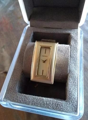 relogio dkny. feminino, dourado, na caixa. lindo!!!