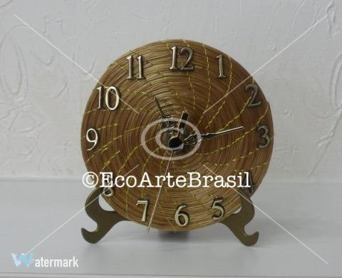 relógio em capim dourado 10 cm de diâmetro