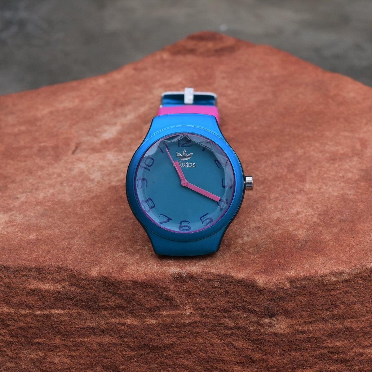 8d64fcb3cee relogio feminino analogico pulseira borracha azul e lilas ad. Carregando  zoom.