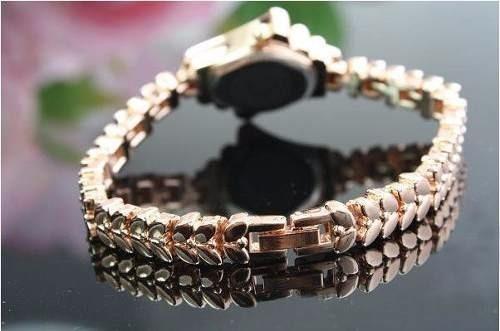 806970c22 Relógio Feminino Bracelete Dourado Strass Promoção Barato - R  49
