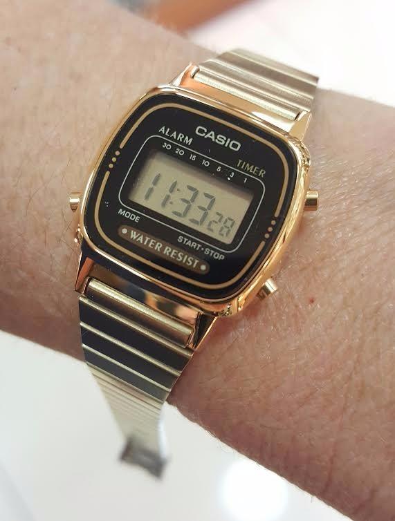 1223609f8b2 Relógio Feminino Casio Pequeno Dourado E Preto Retrô Digital - R ...